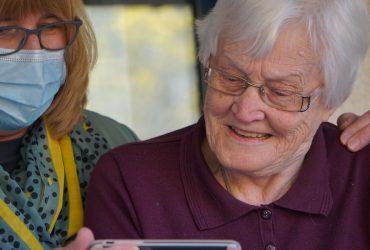 Pomoć starijoj osobi