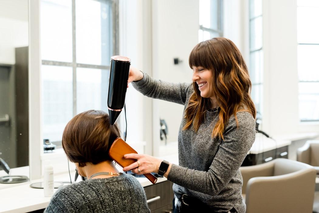 Potreban muško ženski frizer